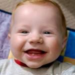 赤ちゃんの歯の生え始めはいつ?兆候と対策は?