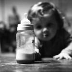 赤ちゃんと外出する時の授乳はどうする?