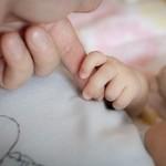 赤ちゃんのうつぶせの練習はいつから?やり方は?