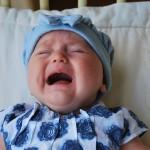 赤ちゃんの目が腫れて涙と目やにが!何科に行く?
