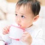 赤ちゃんのストローマグはいつから必要?練習はした方がいいの?