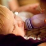 赤ちゃんの飲み残しのミルクはどうする?雑菌だらけ?